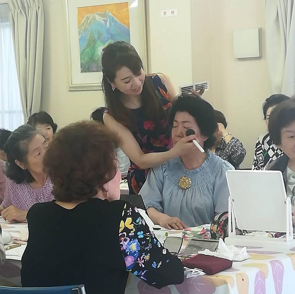 """女性ボランティア団体""""清和会""""にて「シニアメイク講座」開催"""